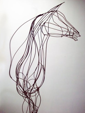 Titulo: Cavalo Bípede 2,5m de altura vergalhões de aço soldados