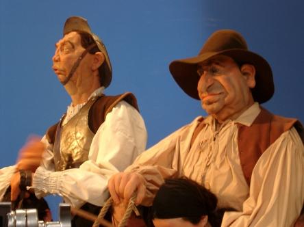 Bonecos Gil e Sancho