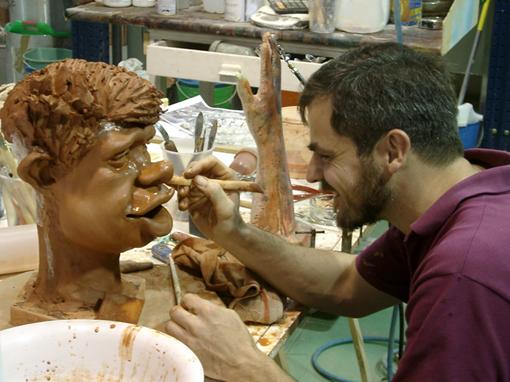 Pedro modelando personagem