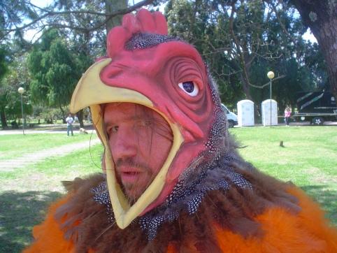 Detalhe cabeça da fantasia de galinha para comercial Aquarius Fresh