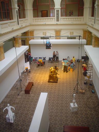 Esculturas no saguão principal do Margs, Museu de Artes do Rio Grande do Sul, onde o comercial foi filmado.