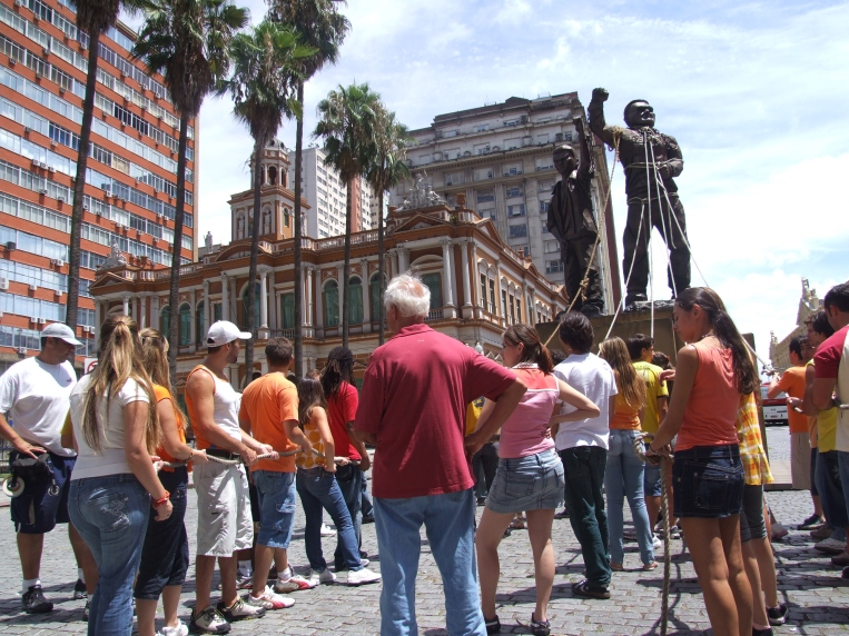 Filmagem com preparaçao da cena em que a estátua era derrubada pelos manifestantes.