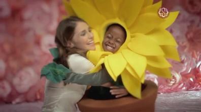 Fantasias de flores para comercial Bourbon Shopping - dia das Mães 2013 - Girassol
