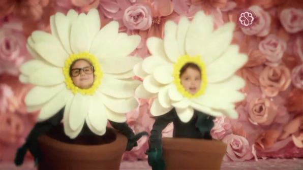 Fantasias de flores para comercial Bourbon Shopping - dia das Mães 2013 - Margaridas