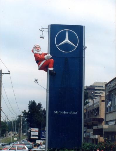 Papai Noel com 5m de altura feito para Loja Ago Mercedes - 1995