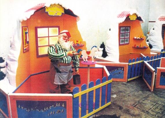 Papai Noel eletromecânico e cenário - Natal Mesbla 95