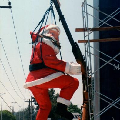 Instalação do Papai Noel com 5m de altura feito para Loja Ago Mercedes - 1995